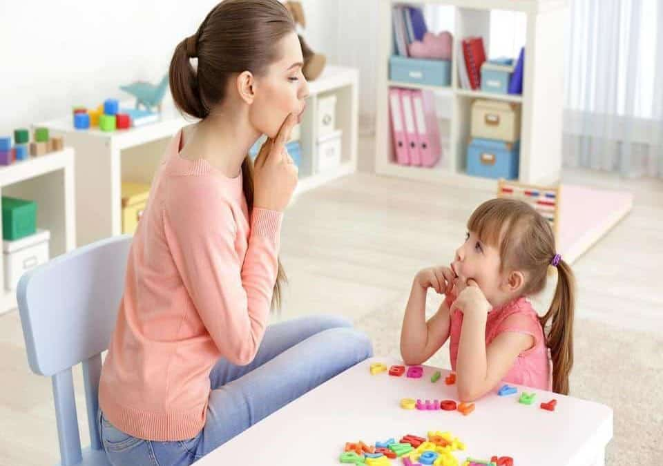 Speech Therapist teaching children about articulation