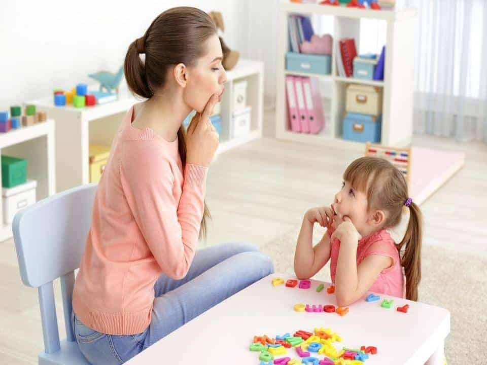 Speech Therapist teaching children about articulation