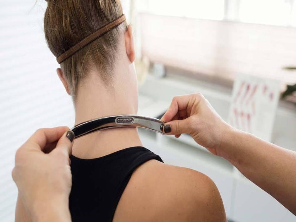 Chiropractor adjustment with Graston technique
