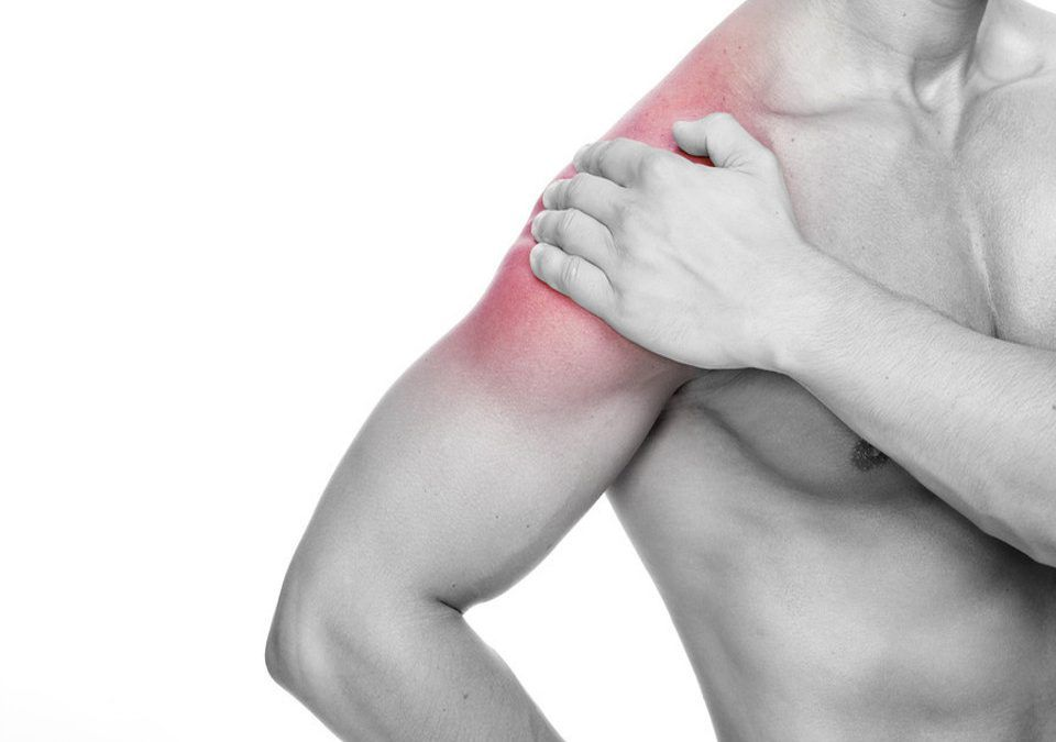 A person suffering from shoulder tendonitis
